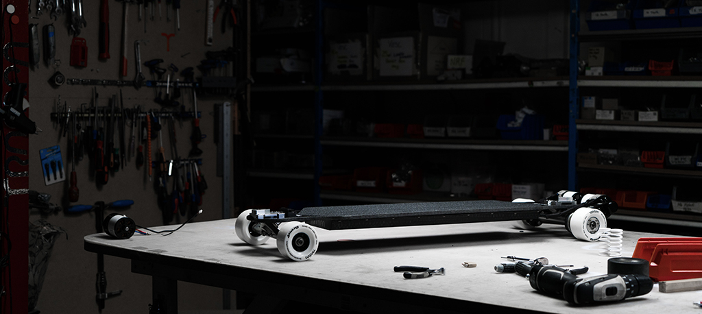TRAMPA's ORRSOM Electric Longboard with STICKIES Longboard wheels - SINGLE MOTOR